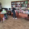 Альбом: У читальному залі Люботинської публічної бібліотеки дієвиставка картин