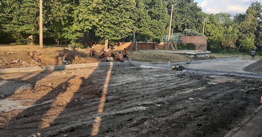 Альбом: У міському парку розпочалися роботи з капітального ремонту дорожнього покриття майданчику перед Будинком культури.