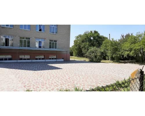 Подвір'я загальноосвітньої школи №3
