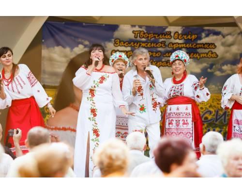 Таланти нашого міста: Ларисі Глущенко присвоєно почесне звання Заслужений діяч естрадного мистецтва України.