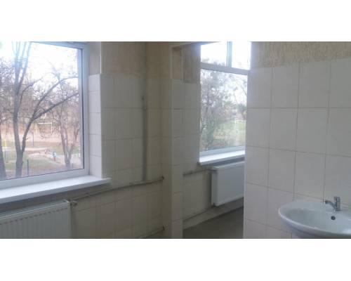 У закладах освіти міста продовжується створення належних умов для навчання учнів. Нові й сучасні туалети з\