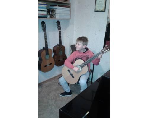 Концерт-лекція класу гітари