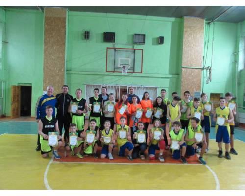 Матчеві зустрічі з  баскетболу на призи «Різдвяний Кубок»