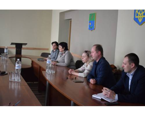 У залі засідань виконавчого комітету міської ради відбулася нарада з питань захисту прав споживачів.
