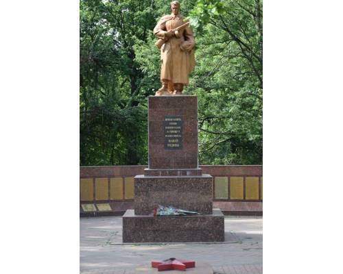До Дня скорботи і вшанування пам'яті жертв війни в Україні