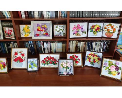 У читальному залі Люботинської публічної бібліотеки діє виставка картин