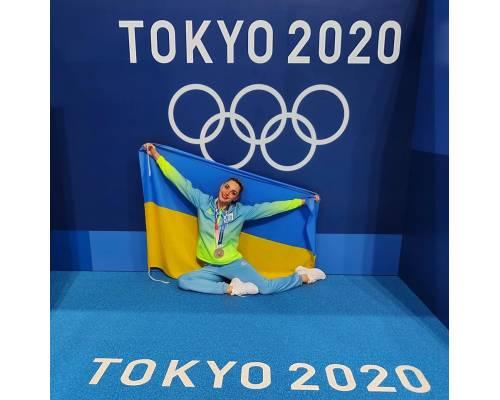 Привітання Катерини Резнік із перемогою на літній Олімпіаді в Токіо від міського голови  Леоніда Лазуренка