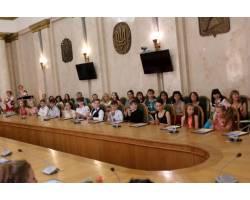 До Дня захисту дітей в обласній державні адміністрації вручили стипендії учням шкіл естетичного виховання